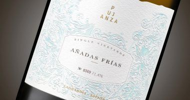 Detalle de la etiqueta del vino Añadas Frías de Bodegas pujanza